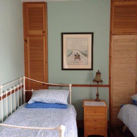 Lovely twin bedded room - sleeps 2