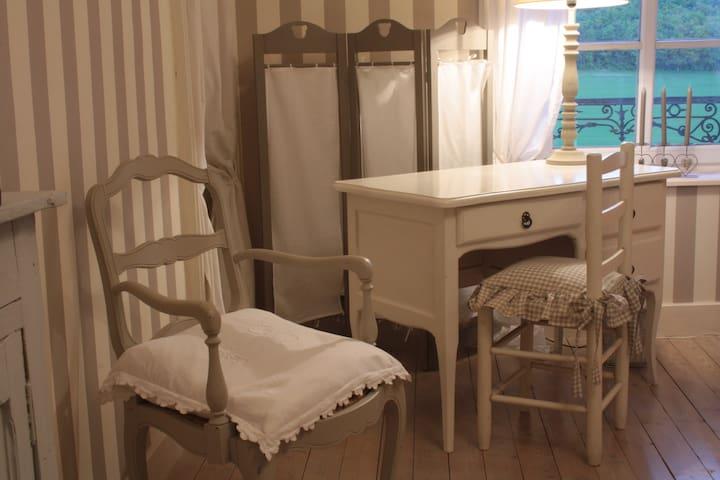 Chambres d'hôtes de charme grise - Fresnes-au-Mont