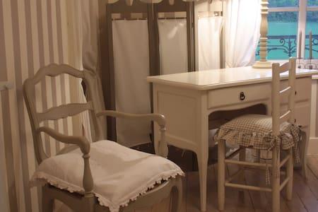 Chambres d'hôtes de charme grise - Fresnes-au-Mont - Bed & Breakfast