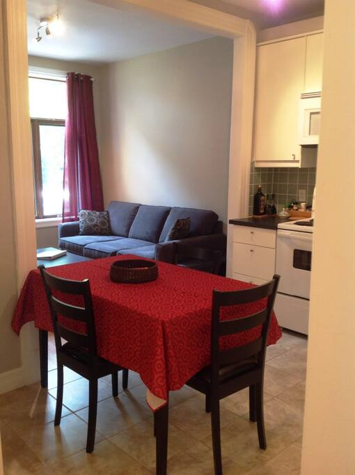 Cuisine, table / Kitchen table