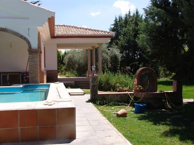 Casa Rural junto a Granada, calidad - Atarfe - Hytte (i sveitsisk stil)