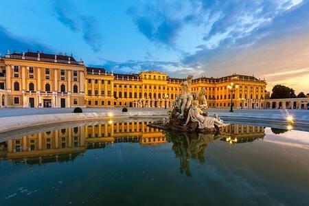 Schönbrunn Palace District, Suite with Bathroom wc