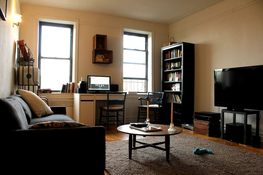 Living room - shared space with HBO, Netflix, Spotify. Also lots of books for reading!