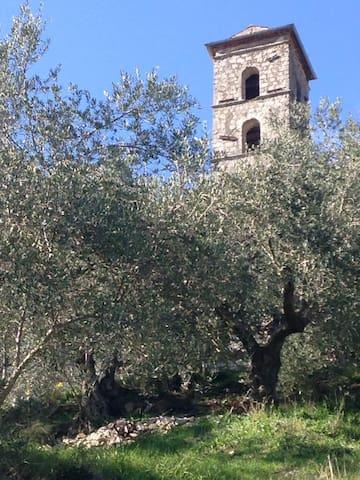 Il campanile della chiesa di Santa Maria