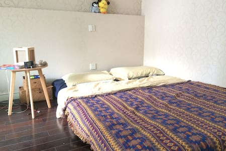 Simplicist spacious and bright room w/ balcony - Shanghai - Huoneisto