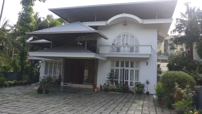 Spacious villa within the city of Cochin.