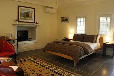 The Servants Quarters 1837 - East Maitland - Bed & Breakfast