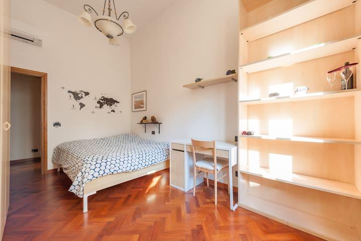 Cozy room with bathroom near the center!