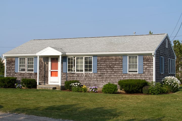 Cape cottage 3BR with Private Beach - Dennis - House