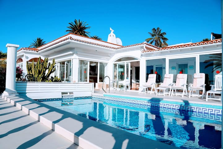 Spectacular villa with heated pool - La Puntilla - Villa