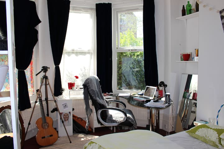 Nice and bright double room in a Victorian House - Erith - ทาวน์เฮาส์