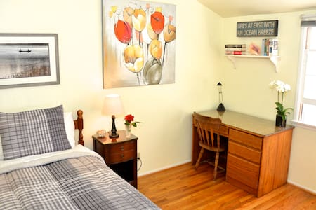 Room type: Private room Bed type: Real Bed Property type: House Accommodates: 1 Bedrooms: 1 Bathrooms: 2