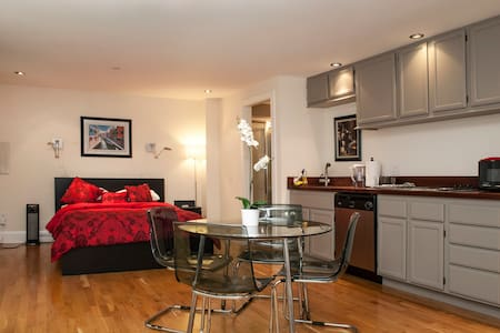 Room type: Entire home/apt Bed type: Real Bed Property type: House Accommodates: 2 Bedrooms: 0 Bathrooms: 1