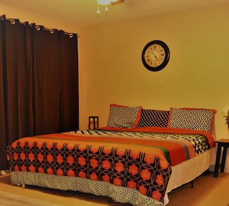 Master Bed Room with private Bathroom in Poway - Poway - บ้าน