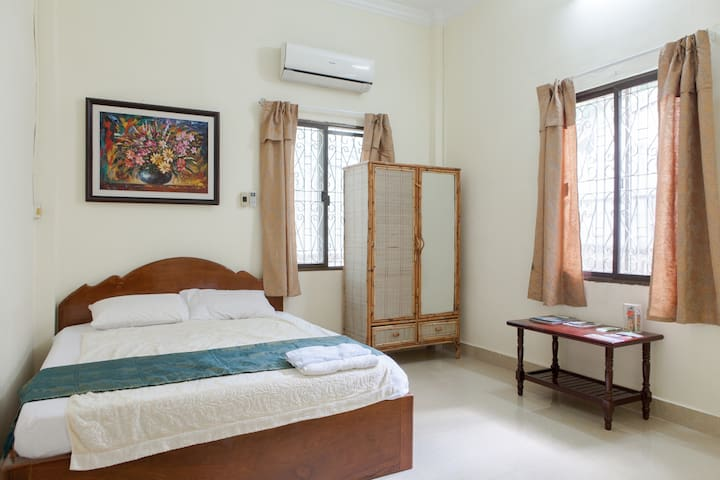 DEAL: A/C Homestay in central PP! #villa #cutedog