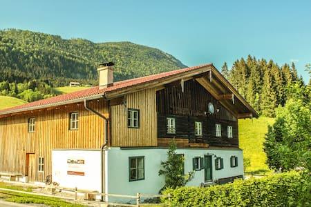 """Bauernhaus mit """"uriger Atmosphäre"""""""