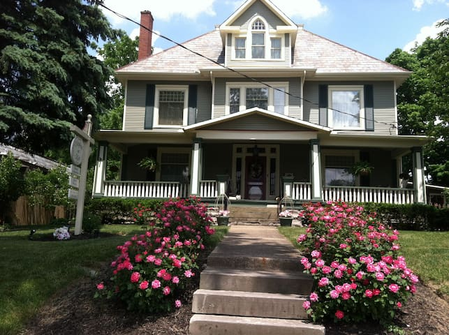 Beautiful 1902 Victorian B&B - Johnstown - Bed & Breakfast
