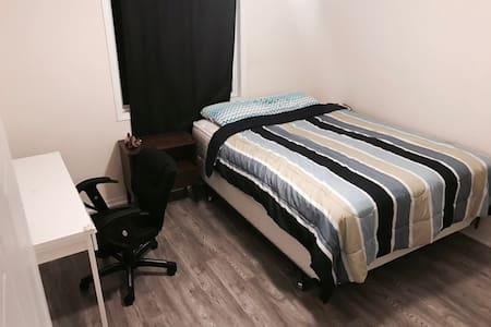 Quiet and clean room in KW area:) - Waterloo - Rumah