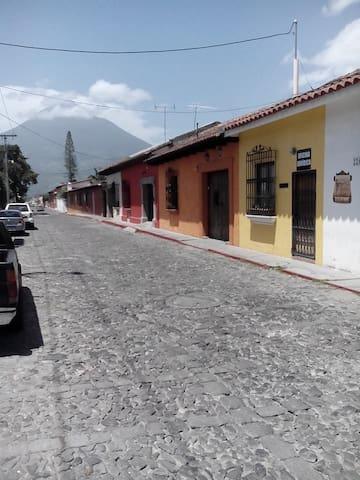 Huellas Hostal en Antigua Guatemala - Antigua Guatemala - Bed & Breakfast