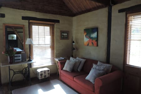 Mossbank Cottage Bed and Breakfast - Castlemaine