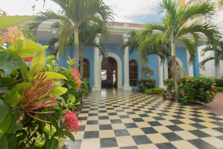 Full House Casa Bustamante - Cartagena - Bed & Breakfast