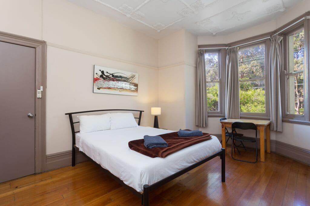 Twin room with Queen bed