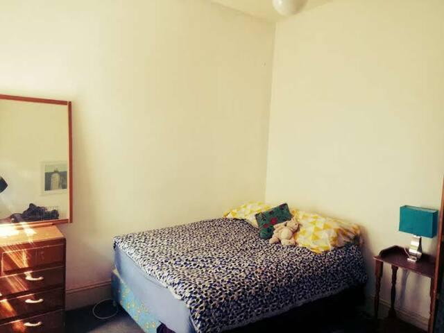 Quiet room, suit student or worker