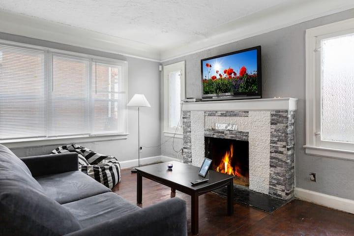 ❤ Family Apartment | Mini-Movie Room + Jacuzzi