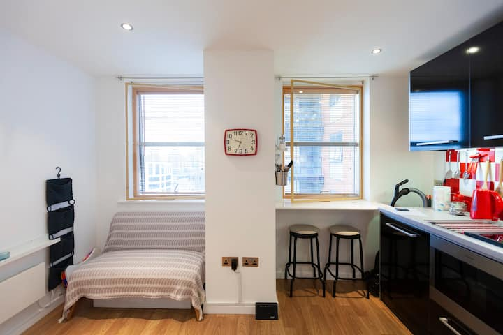 VeryCentral+Clean Leeds Studio Flat-new and modern