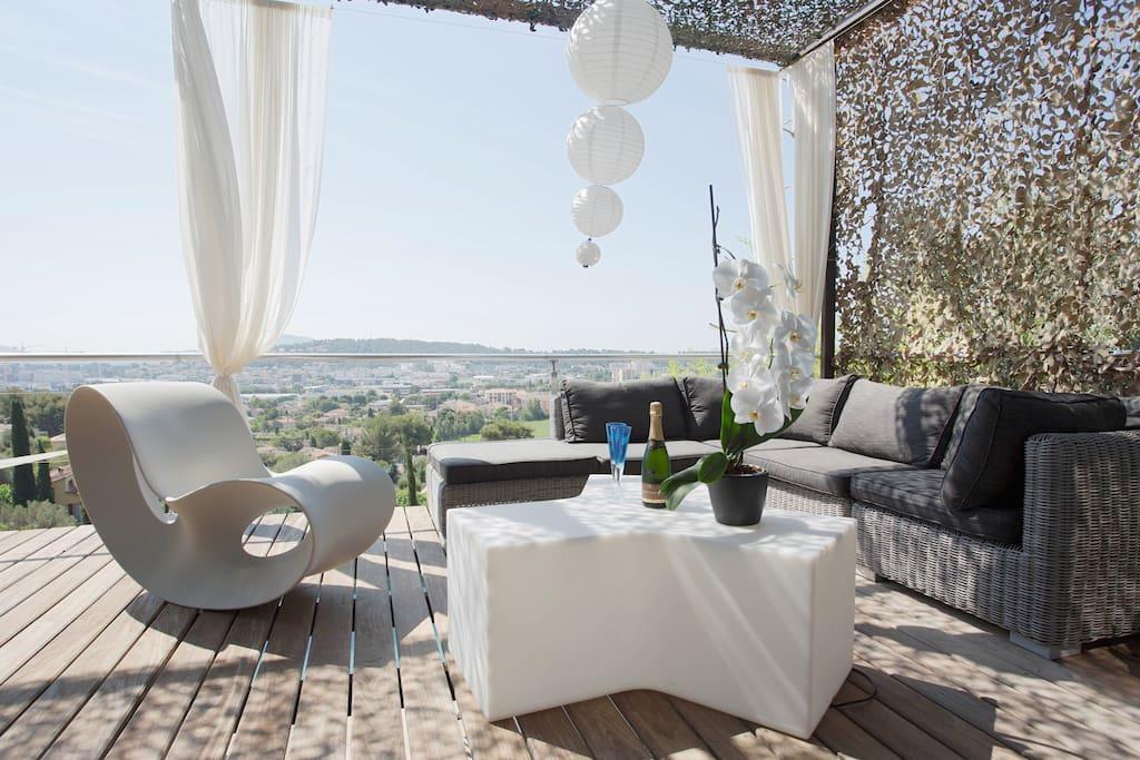 contemporary villa swimming pool villen zur miete in la valette du var provence alpes c te. Black Bedroom Furniture Sets. Home Design Ideas