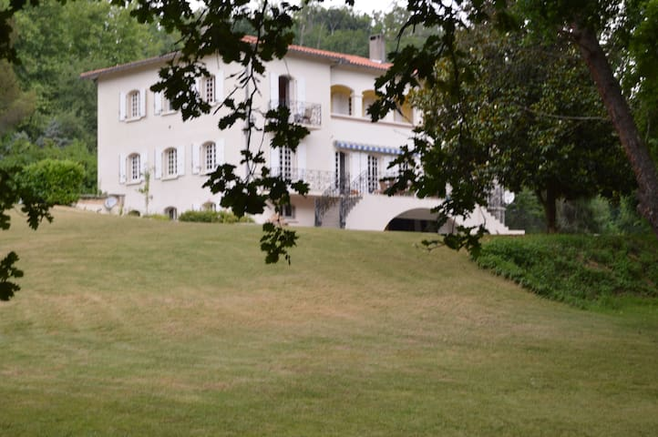 L'Escalère : Room Garonne - Arnaud-Guilhem - Inap sarapan