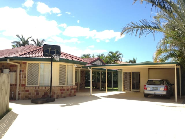 Cheap Warm and Friendly family home - Tingalpa