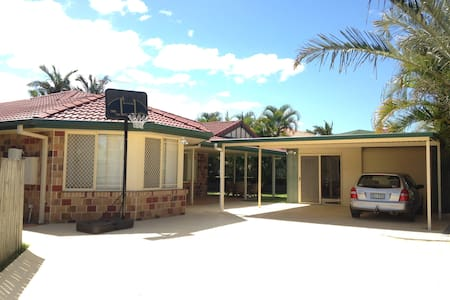 Cheap Warm and Friendly family home - Tingalpa - Casa