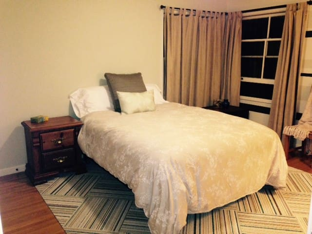 Private room for a single or couple - San Carlos