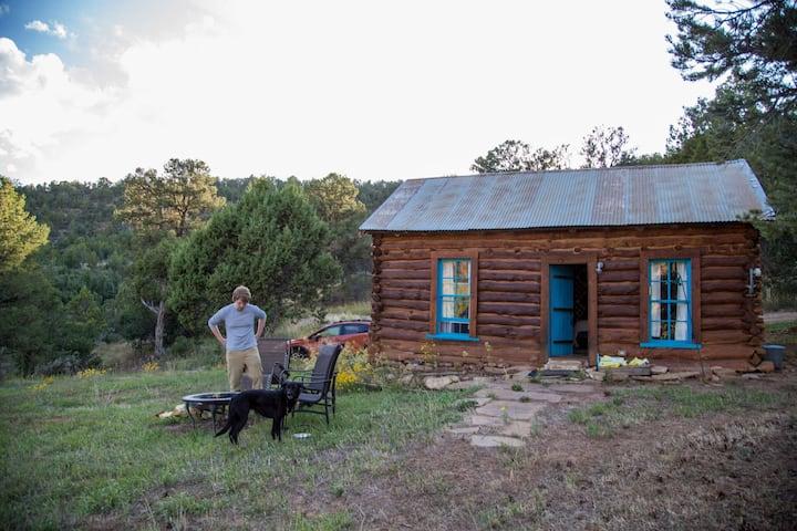 1924 Settler's Cabin by Mesa Verde (& inc RV spot)