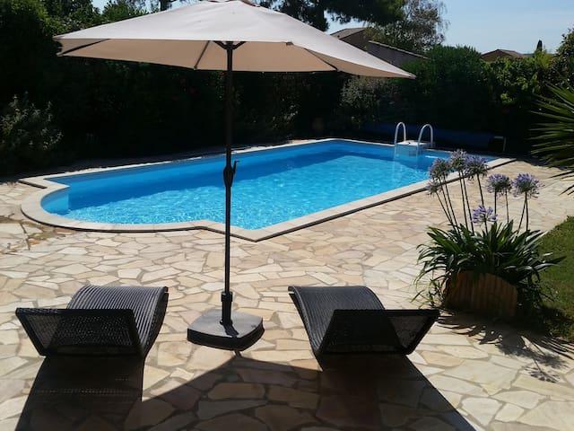 Studio indépendant dans villa.