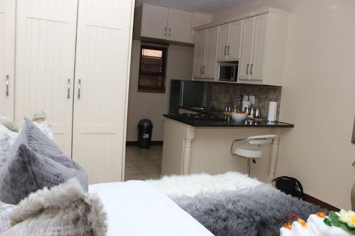 BEAUTIFUL APARTM 484 SITUATED IN BAINS GAME LODGE