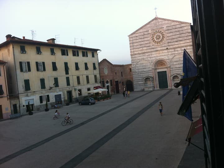 Flat In a lovely square of Lucca