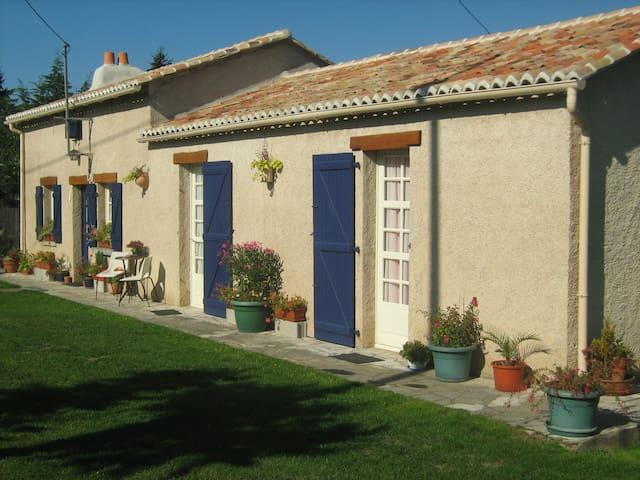 GITE DE LA VALLEE DU PORTEAU - Vasles - Casa