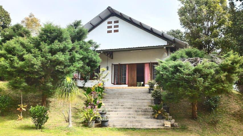 Serene 3BR Villa with Lush Garden - Baledono - Villa