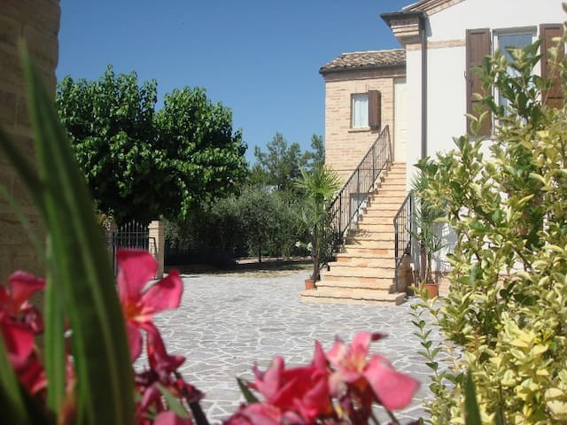 Mulberry House - Holiday Villa