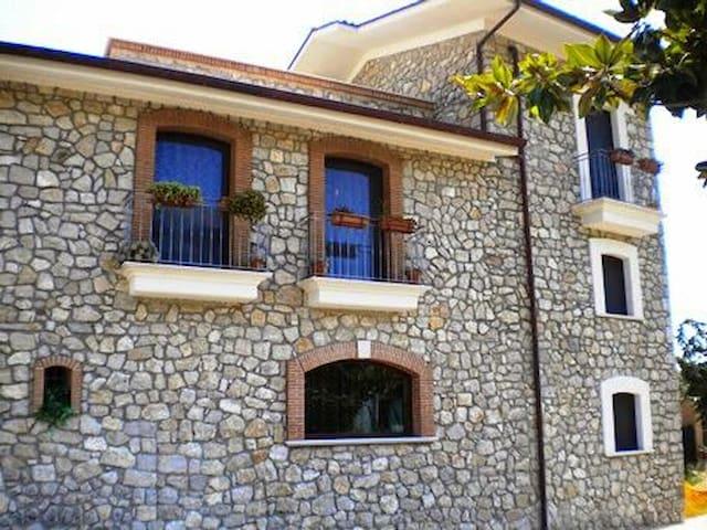 Villa Trekko B&B padronale betty - Spigno Saturnia Superiore - 家庭式旅館