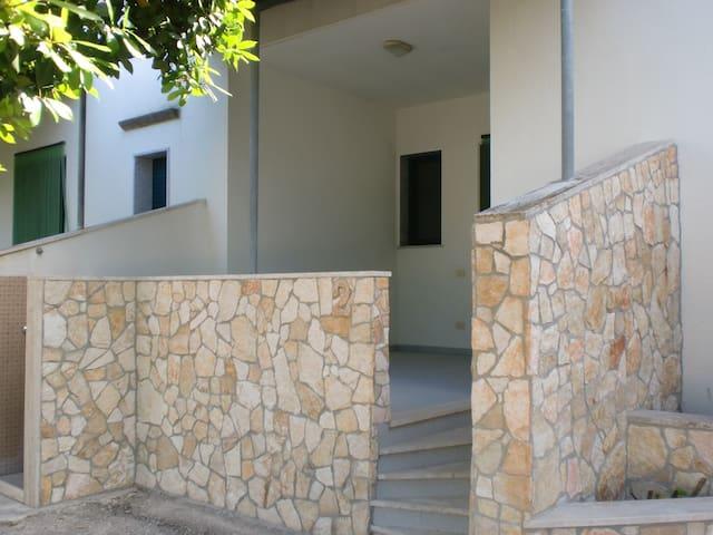 GALLIPOLI VILLETTA CON PORTICO UNA CAMERA  X 3 - Gallipoli - House