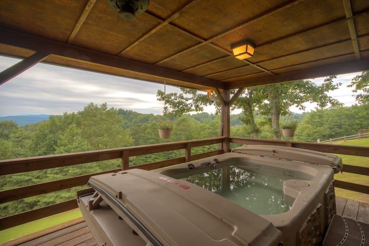 Horseshoe Ridge Views, Hot tub, Amazing!