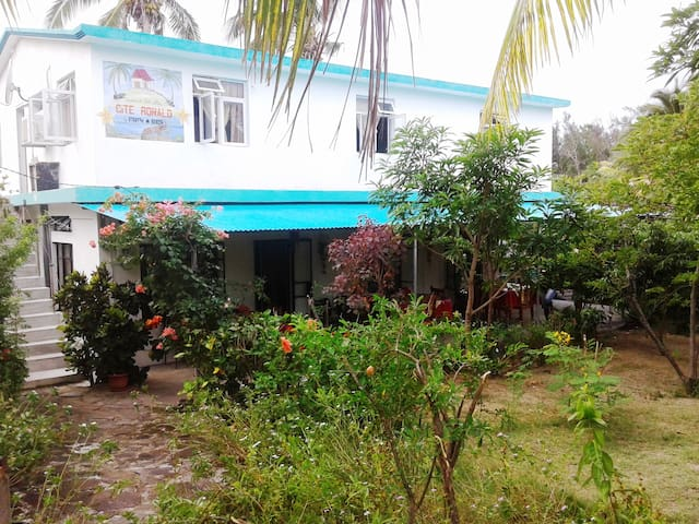 Family room half board chambres d 39 h tes louer - Chambres d hotes ile rodrigues ...