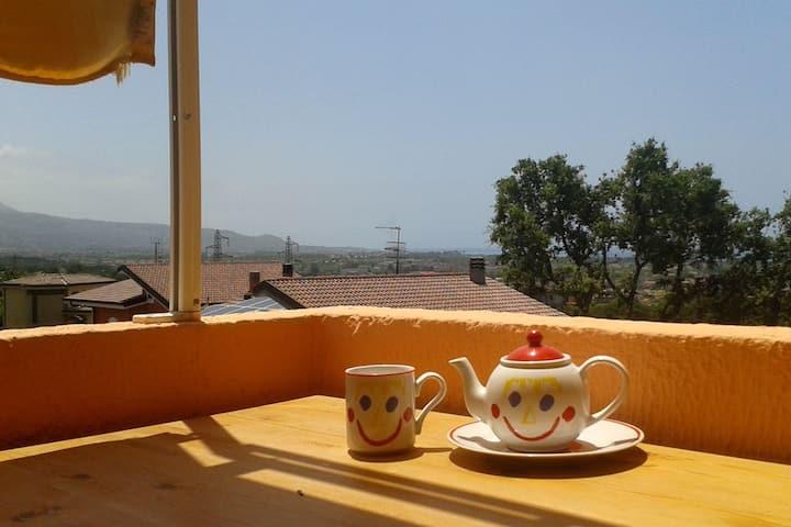 Monolocale in collina vista mare/ Квартира с видом
