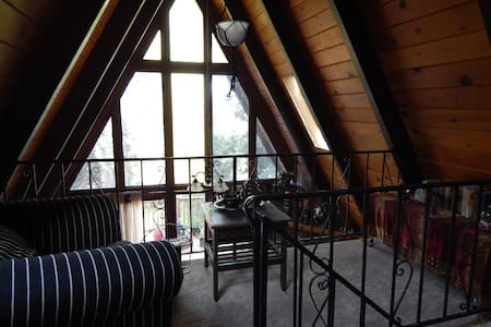 """Picture Perfect"" Mtn Cabin w/Views - Crestline - Chatka"