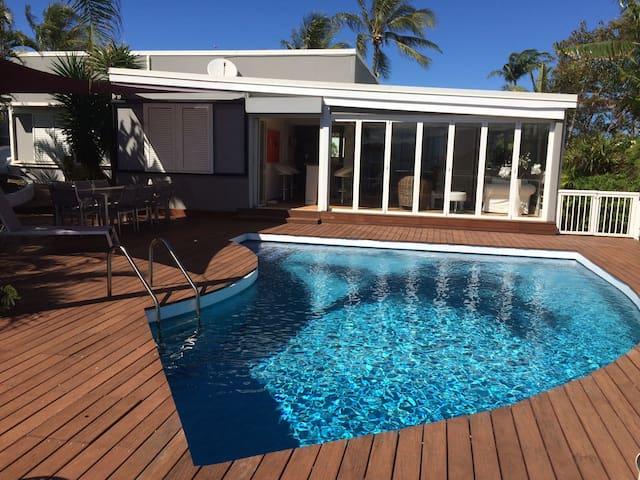 Villa avec piscine à 8 min du golf. - Nouméa - Huis
