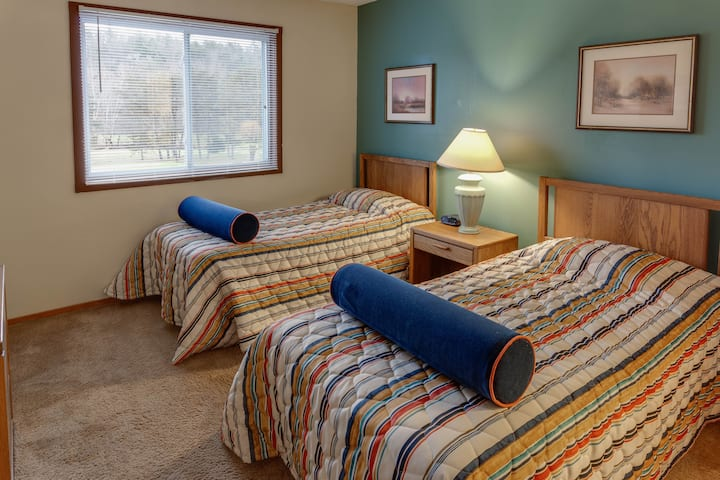 An Appalachian Retreat - 2 Bedroom at Chalet High!
