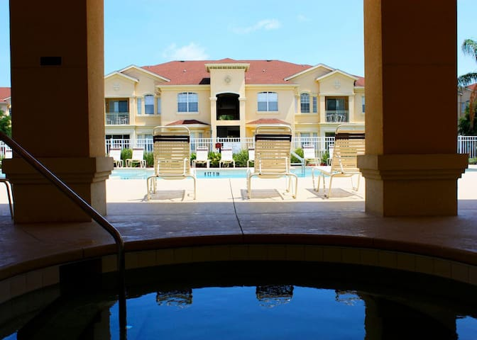 Splash of Fun 2 bed Disney  luxury condo with pool - Davenport